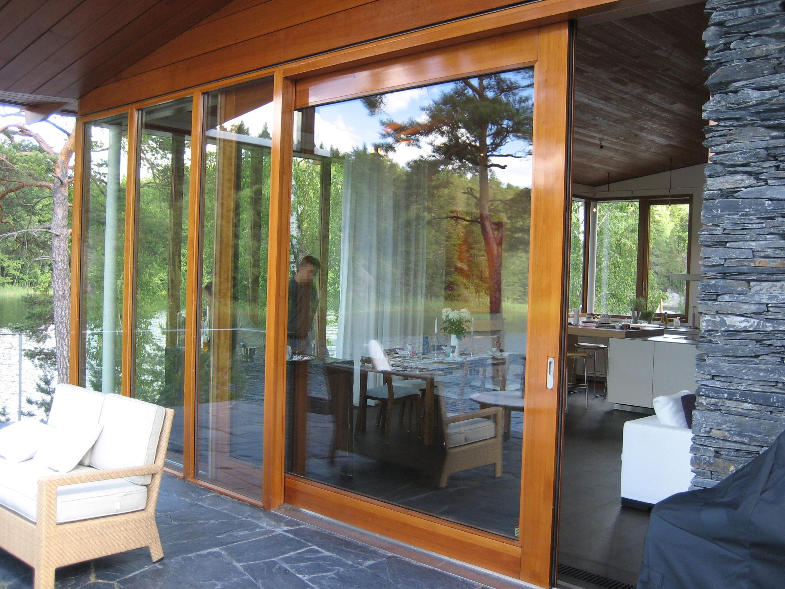 7084 - Villa Insjön - Skjutdörr med eluppvärmt glas via dold kabelkedja